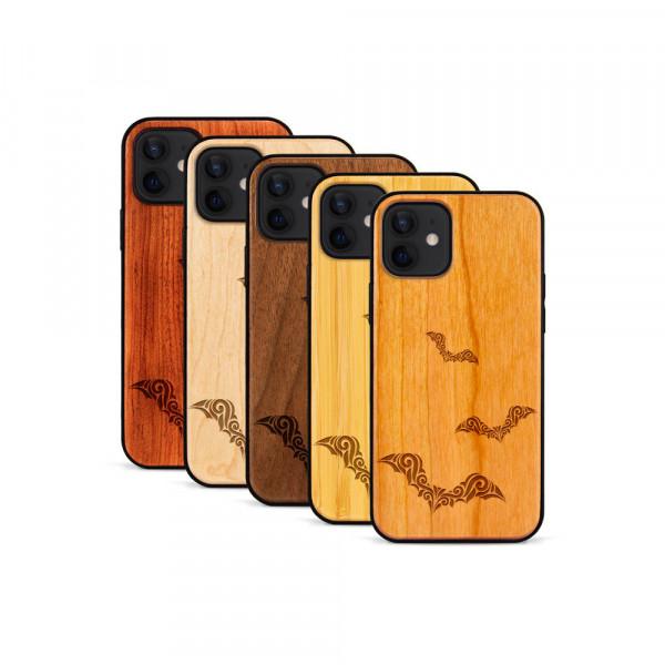 iPhone 12 & 12 Pro Hülle Fledermaus Ornamente aus Holz
