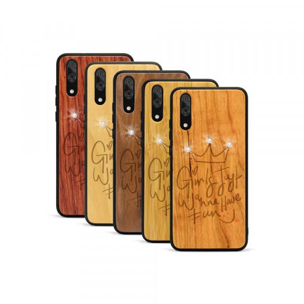 P20 Hülle Girls wanna have fun Swarovski® Kristalle aus Holz