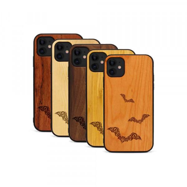 iPhone 11 Hülle Fledermaus Ornamente aus Holz
