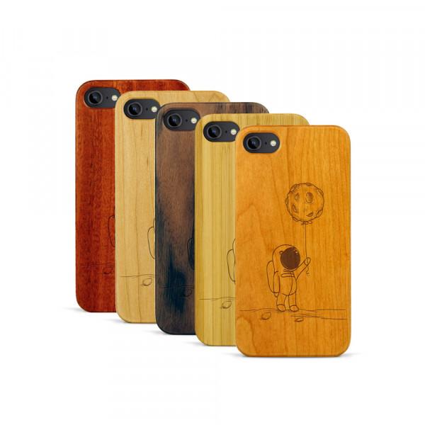 iPhone 7 Hülle Astronaut aus Holz
