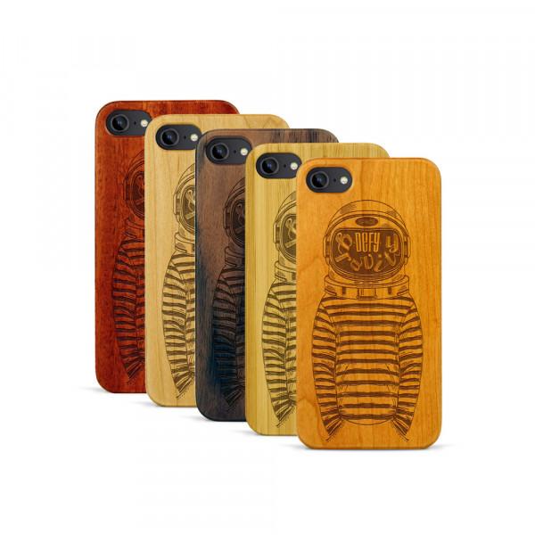 iPhone 7 Hülle Defy Gravity aus Holz