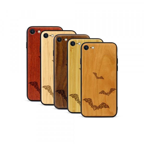 iPhone 8 & SE Hülle Fledermaus Ornamente aus Holz