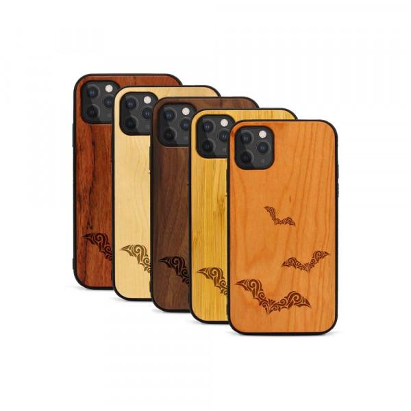 iPhone 11 Pro Hülle Fledermaus Ornamente aus Holz